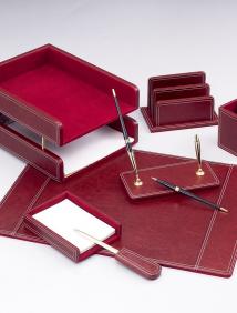 Набор настольный из дерева / натуральная кожа, 7 предм. с 2 ручками (цвет красный) арт.DR7W-1A